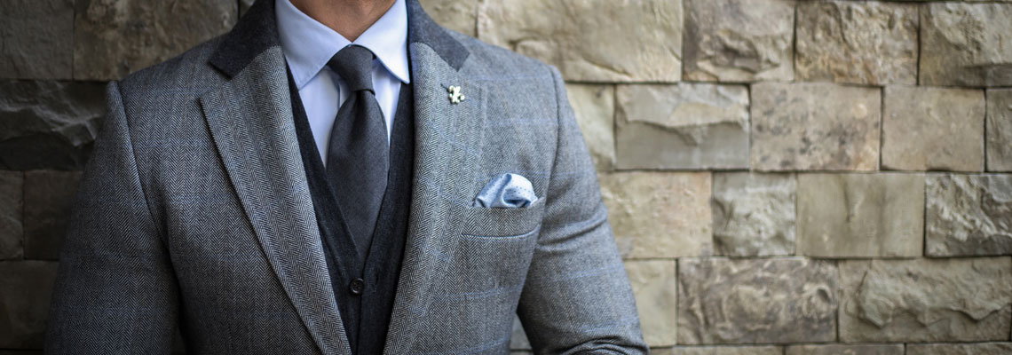 Un costume gris